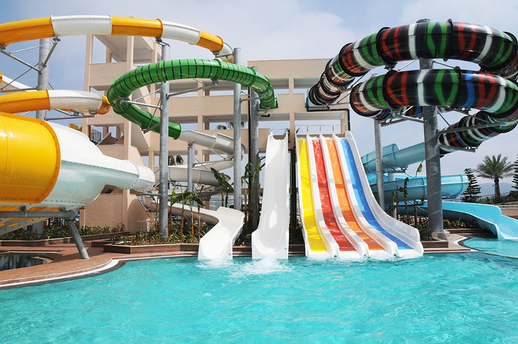 Pools aquapark goldcity hotel for Hotels in luton with swimming pool