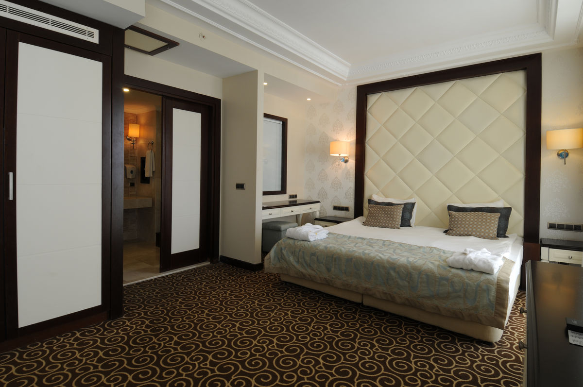 Astounding Suite Room Goldcity Hotel Interior Design Ideas Pimpapslepicentreinfo
