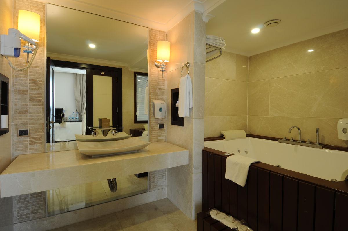 Surprising Suite Room Goldcity Hotel Interior Design Ideas Tzicisoteloinfo